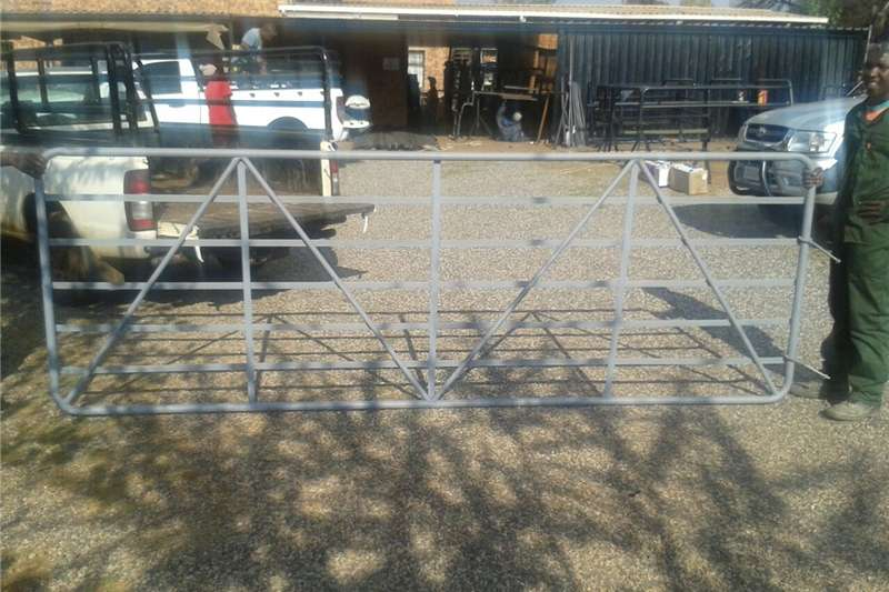 Livestock crushes and equipment Farm gates , sheep farming equipment , cattle crus Livestock handling equipment