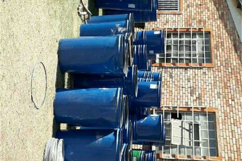 Livestock crushes and equipment For sale shed & foodgrade Drums Livestock handling equipment