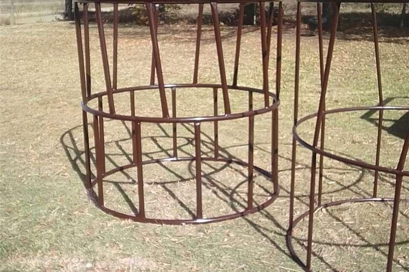 Livestock crushes and equipment Round bale feeding ring Livestock handling equipment