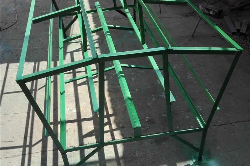 Livestock crushes and equipment Selfvoerders skaap/bok Livestock handling equipment