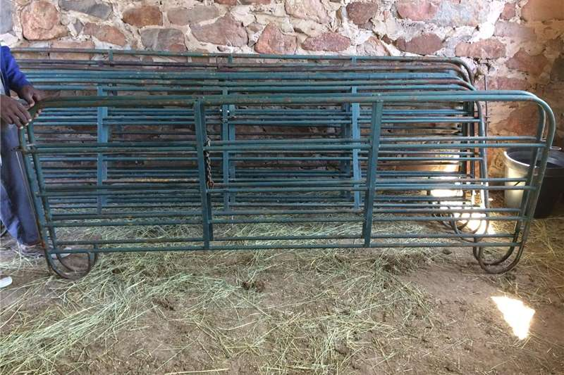 Livestock crushes and equipment Sheep kraal and gates for sale Livestock handling equipment