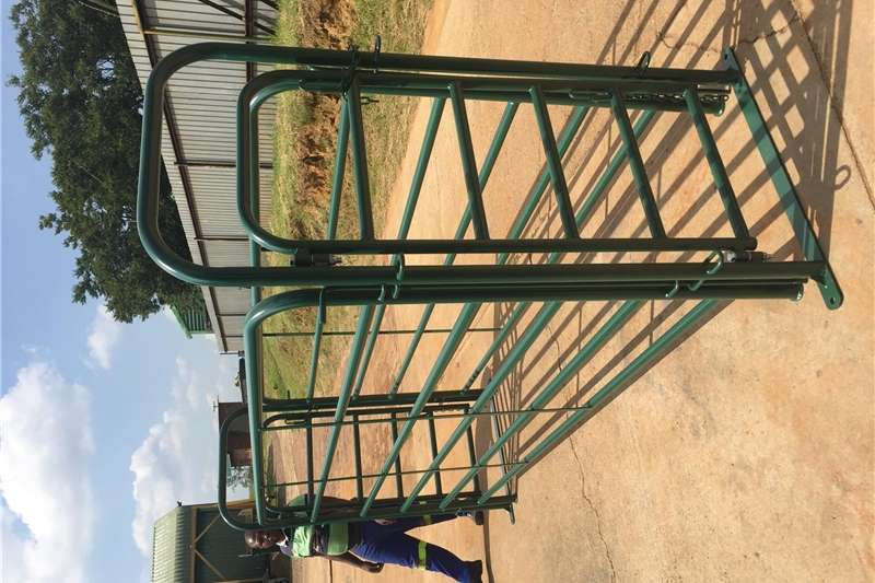 Livestock crushes and equipment STEWIGE BEESHEKKE (3m x 1.6m) Bees Hekke Bees Hek Livestock handling equipment