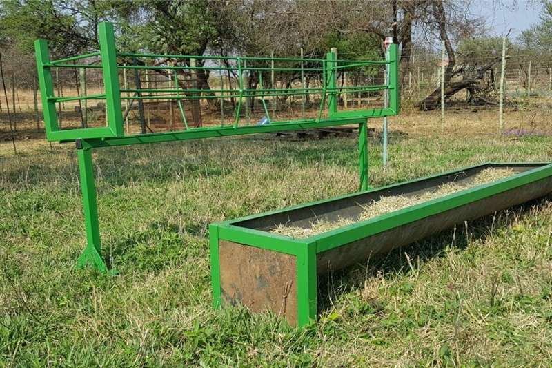 Livestock crushes and equipment Voerbakke te koop vir lewende hawe Livestock handling equipment