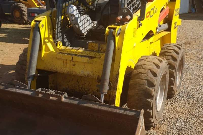 Bell 901SP HIGH FLOW SKID STEER Machinery