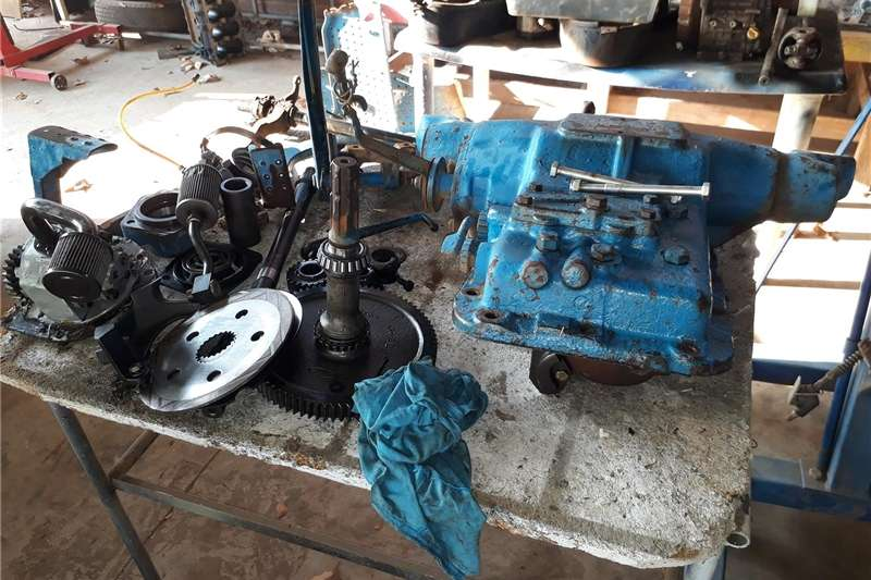 Farming 2x ford 5000 tractor backend spares Machinery