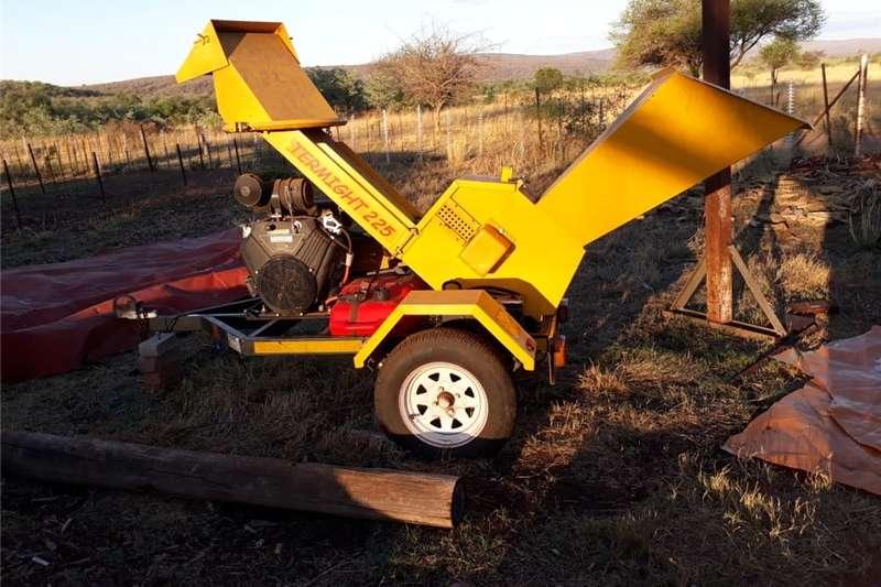 Machinery Farming Ritlee 225 termite woodchipper