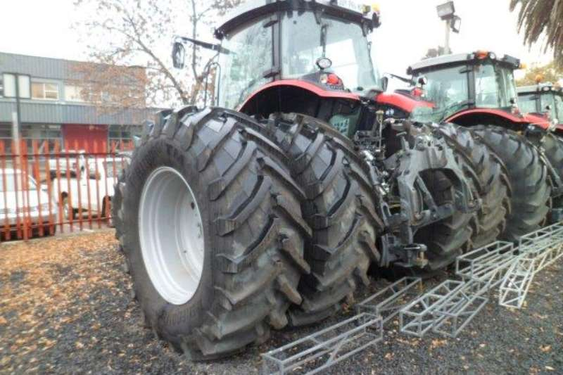 Massey Ferguson Massey Ferguson 8737 Tractor Combine harvesters and harvesting equipment