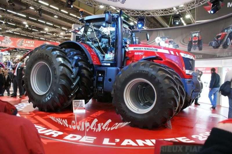 Massey Ferguson Four wheel drive tractors 8690 4WD CAB DYNA VT DEMO'S Tractors
