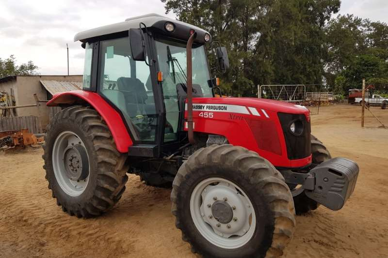 Massey Ferguson Four wheel drive tractors Massey Furgeson 455 Cab Tractors