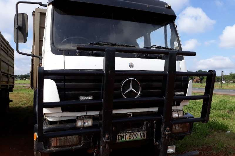 Mercedes Benz MERCEDES BENZ 1729 CATTLE CARRIER WITH CATTLE TRAI Trucks