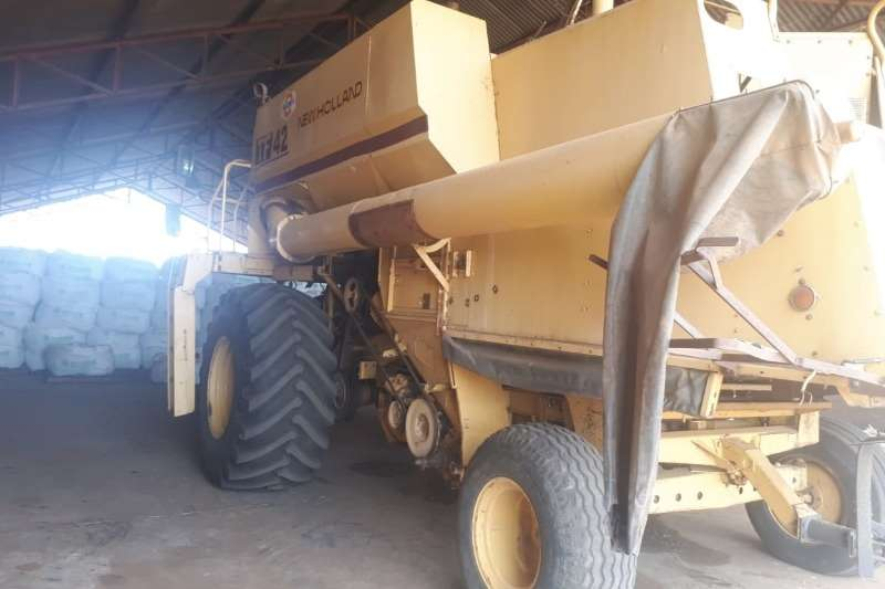 New Holland 1991 New Holland TF42 Stroper Combine harvesters and harvesting equipment