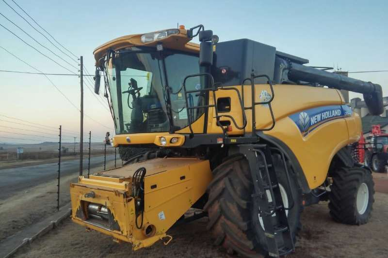 New Holland Combine Harvesters and Harvesting Equipment Grain Harvesters 2015 New Holland CR8070 Stroper 1700EH & 1100 RH 2015