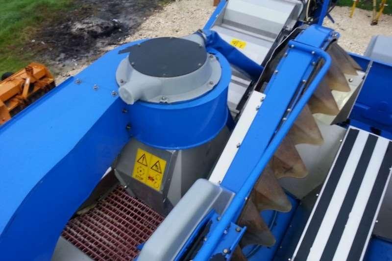 New Holland Grape harvesters BRAUD VL6050 GRAPE HARVESTER (SOLD) Combine harvesters and harvesting equipment