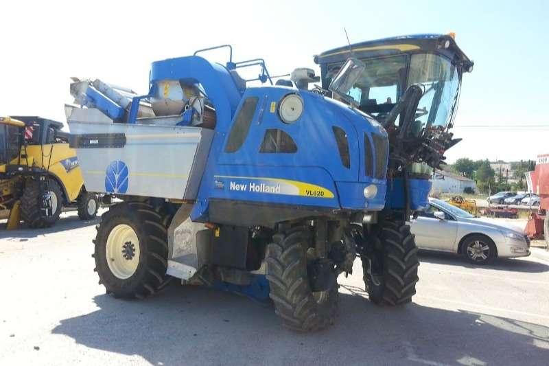 New Holland Grape harvesters BRAUD VL620 GRAPE HARVESTER Combine harvesters and harvesting equipment