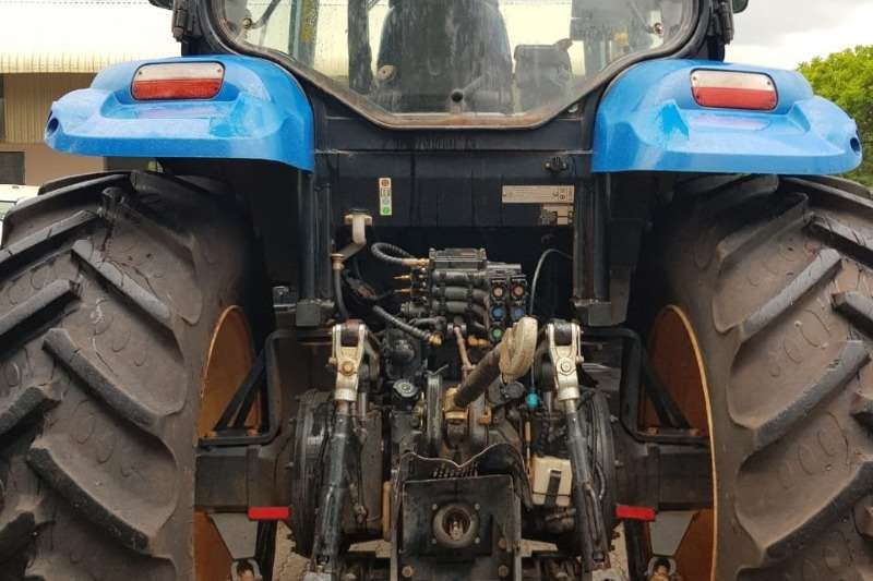 New Holland Four wheel drive tractors New Holland T 6080 Tractors