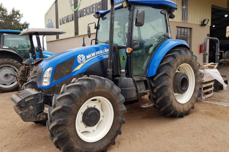 New Holland Tractors Four Wheel Drive Tractors New Holland TD5.110 DT Cab 2014