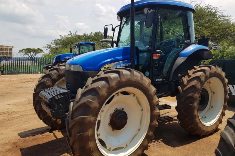 New Holland Tractors Four Wheel Drive Tractors New Holland TDD 95 Cab High Clearance 2011