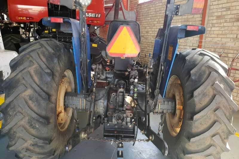 New Holland NEW HOLLAND 5610 DT Tractors
