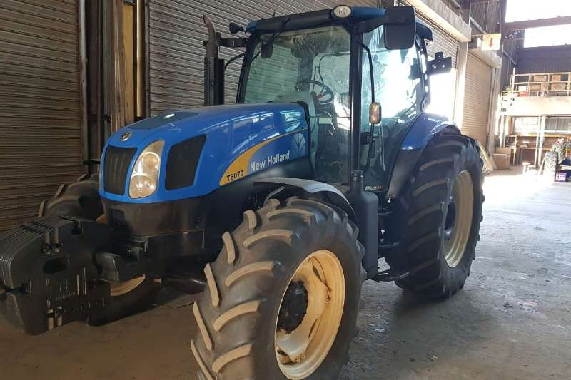 New Holland NEW HOLLAND 6070; NUWE CLUSTER Tractors