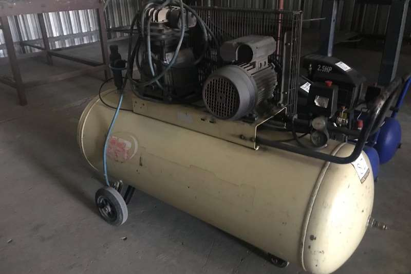 Other INGERSOL RAND COMPRESSOR (200 LITERS)