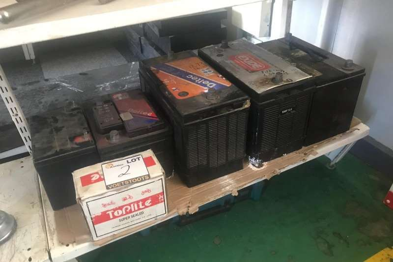 Other LOT BATTERIES & SUPERSEAL BOX (5 X BATTERIES)