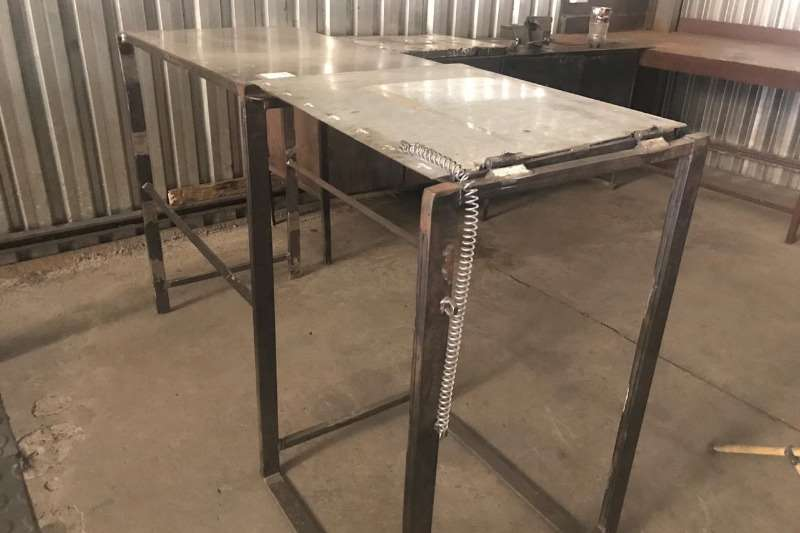 Other LOT PARTITION TABLES (± 1000 MM X 1000 MM)