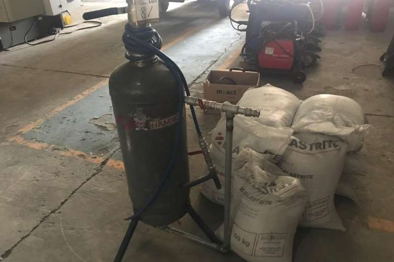 Other LOT SANDBLASTER INCLUDING 6 X BAGS OF SAND