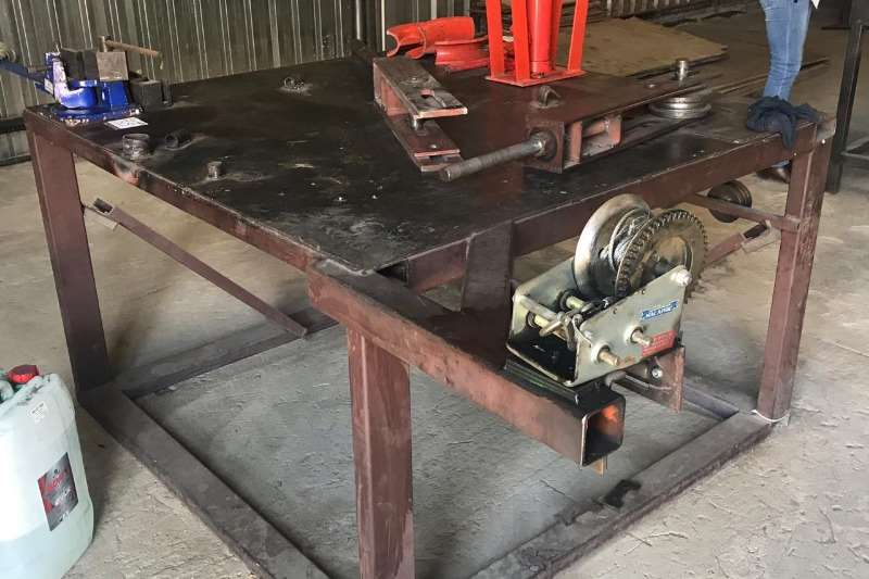 Other LOT STEEL BENCH WITH BENDING TOOL