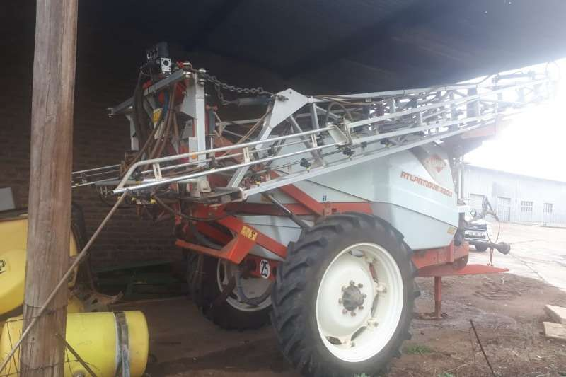 Other Sprayers and Spraying Equipment Kuhn Lantic 3200lt 2015