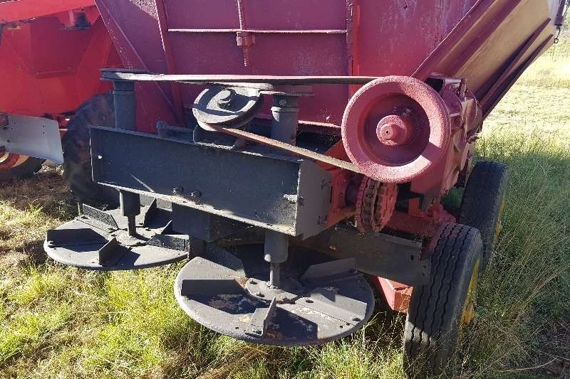 Other Fertiliser spreader Jumil Lime and manure spreader chain driven Spreaders