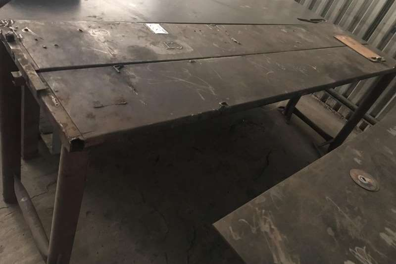 Other STEEL WORK BENCH (± 3000 MM X 600 MM)