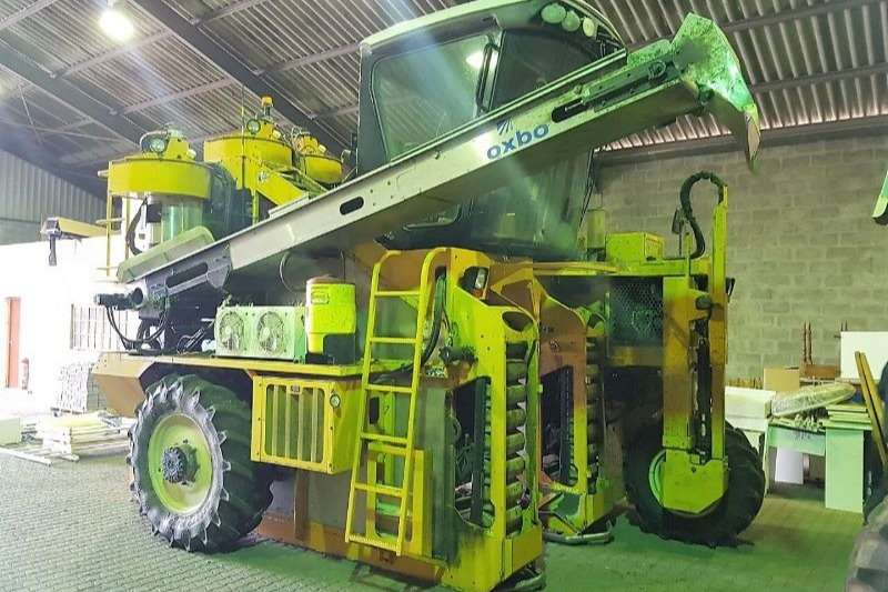 Oxbo Combine Harvesters and Harvesting Equipment Grape Harvesters 3016XL With Discharge Conveyer 2012