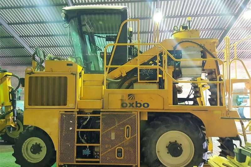 Oxbo Grape harvesters 3016XL With Discharge Conveyer Combine harvesters and harvesting equipment