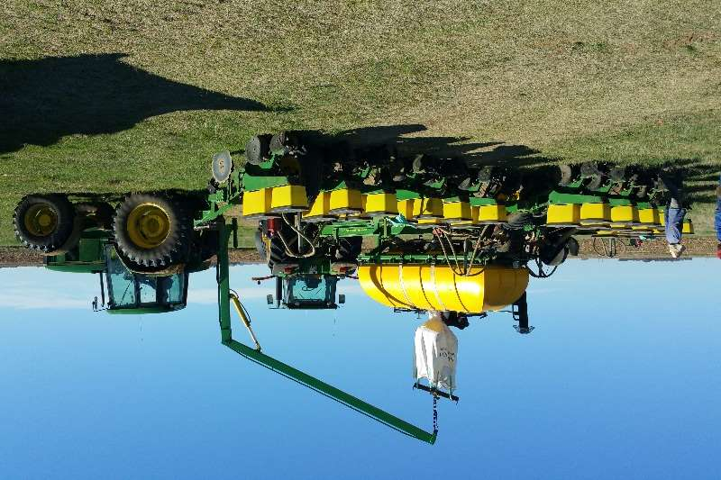 Planting and Seeding Equalizer 16 RYMET JOHN DEERE KARRETJIES EN KUNSMISTENKS 0