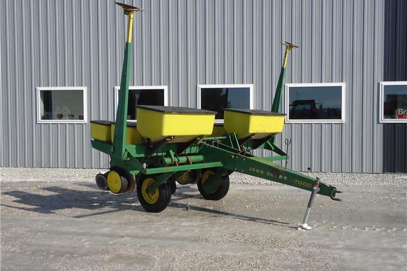Planting and Seeding Integral Planters John Deere 7000 Planter