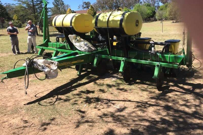 Planting and Seeding John Deere 1750 6 ROW V/L PLANTER 0