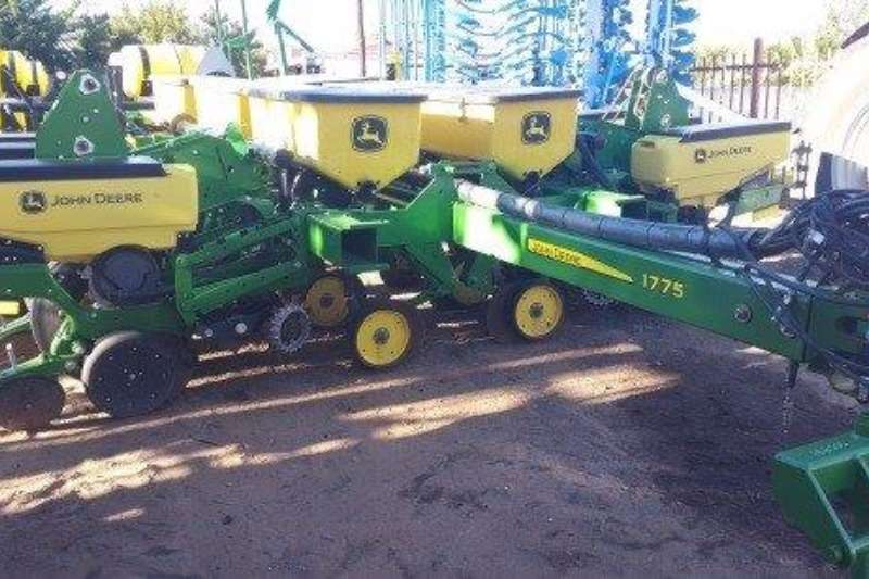 Planting and Seeding John Deere 1775 FLEX 12 ROW 2015