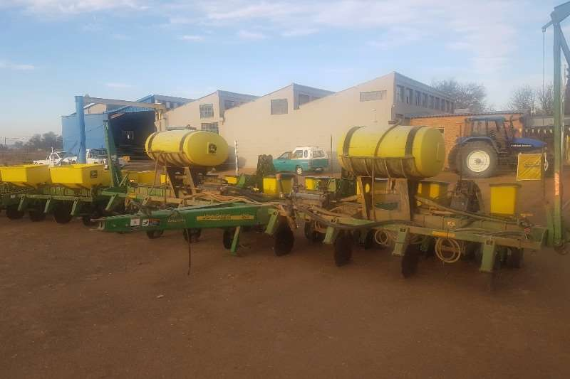 John Deere Integral planters 1750 8 Ry Vakuum Droog   Contact drive Planting and seeding