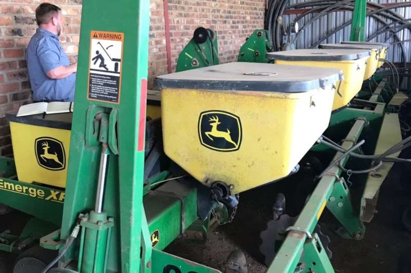 John Deere Row units John  Deere 1750 Planting and seeding