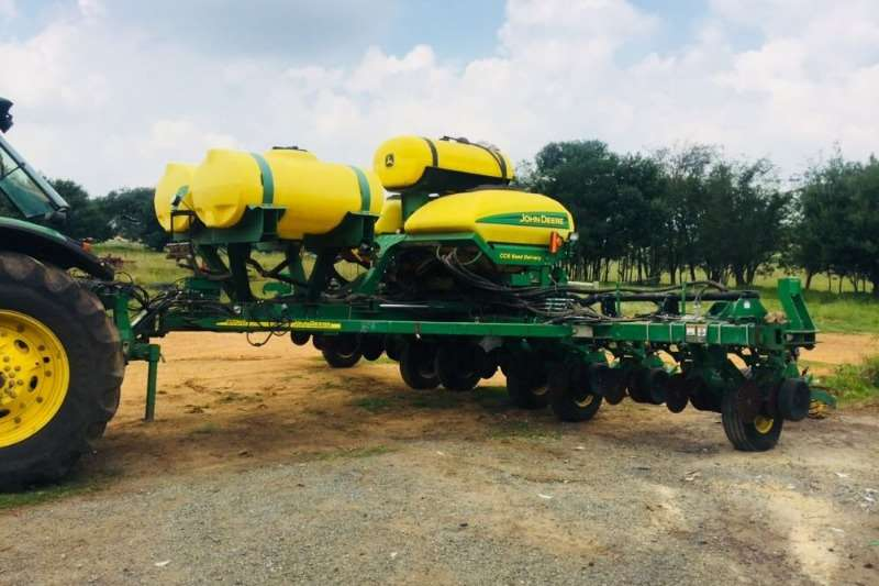 John Deere Row units John Deere 1770 Planting and seeding