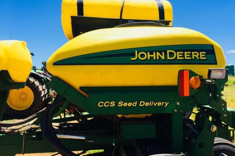 John Deere Row units John Deere 1770 Planting and seeding