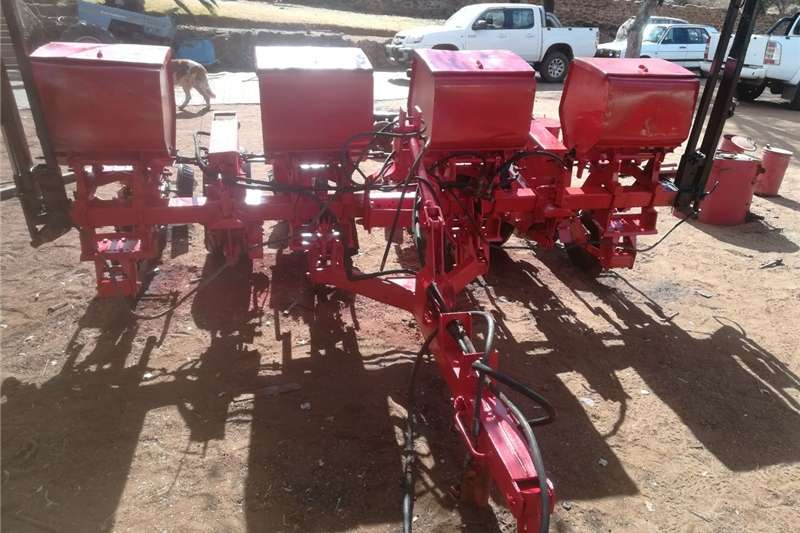 Other planting and seeding 4 Ry Massey Ferguson planter. Hidrolies. Planting and seeding