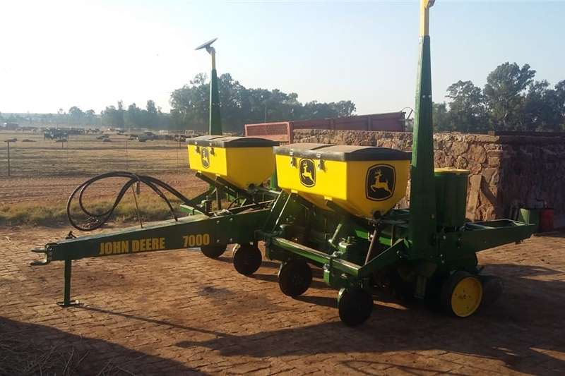 Other planting and seeding John deere planter Planting and seeding