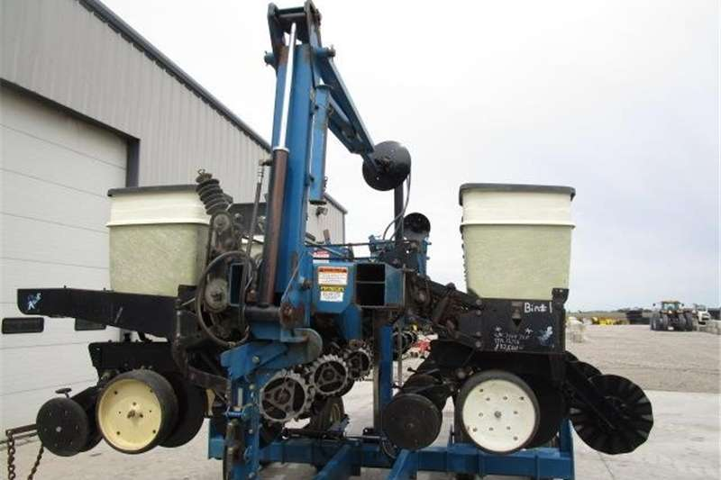 Other planting and seeding Kinze 2500 Planter Planting and seeding