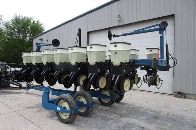 Row units Available now Kinze 2500 Planter Planting and seeding