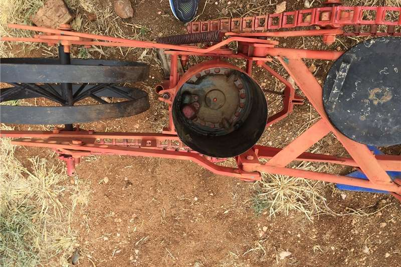 Row units maize/bean planter Planting and seeding