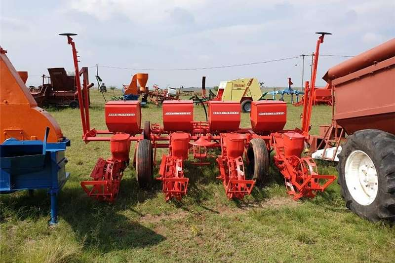 Row units Massey Ferguson 4 ry  Planter Planting and seeding