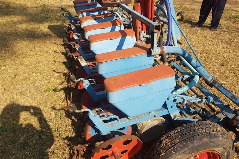 Row units Monosem planter Planting and seeding