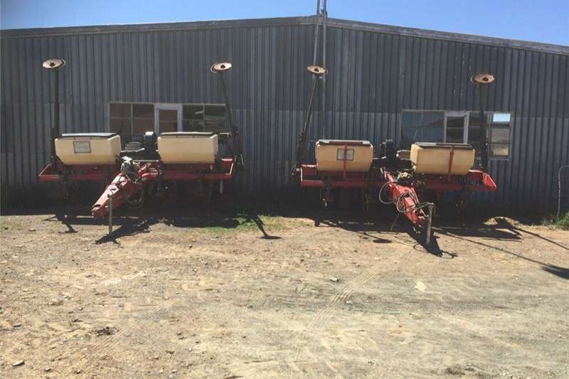 Row units Planters Planting and seeding