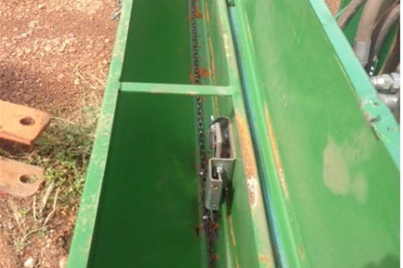 Row units S2994 Green U Make Teff Planter  Pre Owned Impleme Planting and seeding